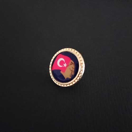 türk bayrağı ve atatürk silüetli rozet
